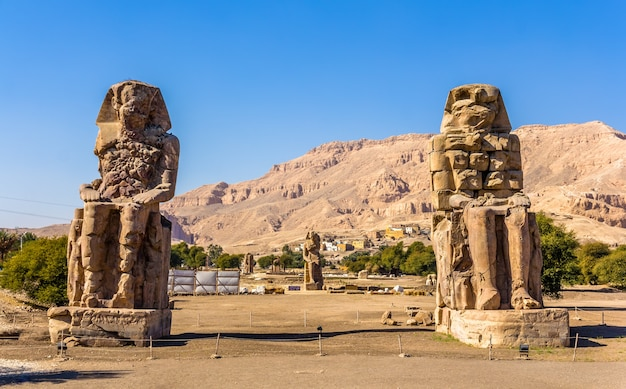 Kolosse von memnon in der nähe von luxor ägypten
