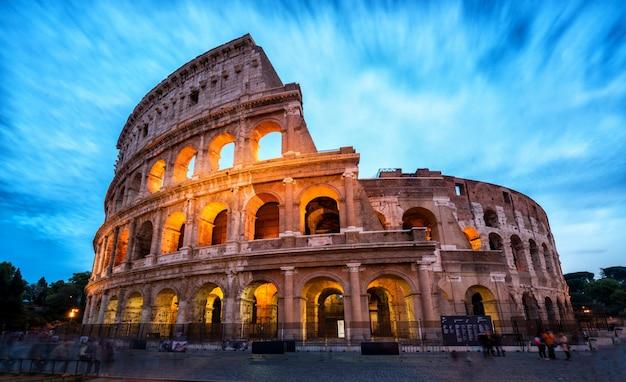 Kolosseum in rom, italien - langzeitbelichtung