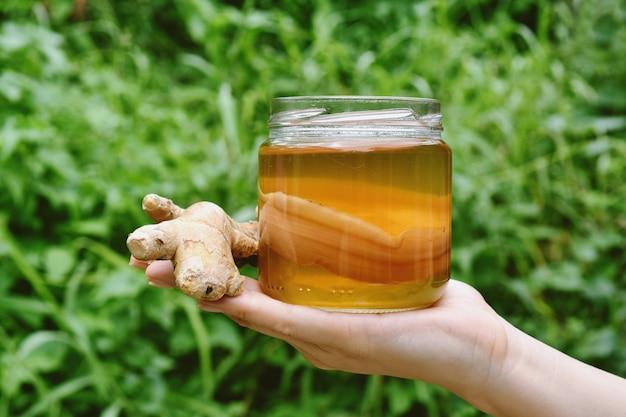 Kombucha-tee, gesundes fermentiertes essen