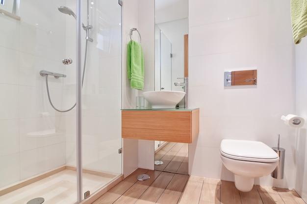 Komfortable luxus-toilette. mit einem tollen design.