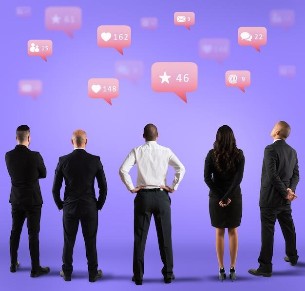 Kommunikations- und marketingabteilung, die popularität in sozialen medien sucht