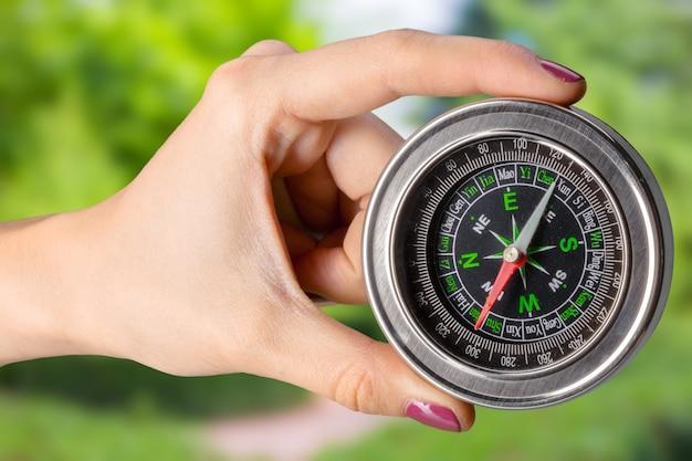 Kompass in der hand