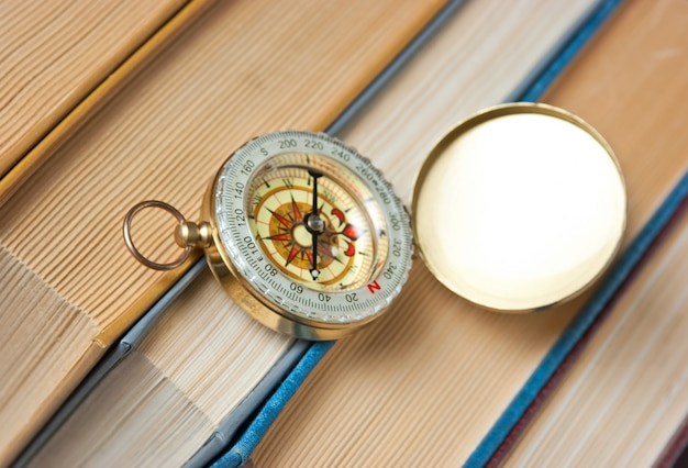 Kompass und die alten bücher