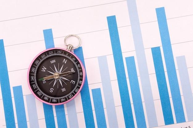 Kompass und geschäftsdiagramme, finanzkonzept