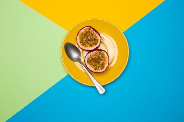 Komposition aus köstlicher exotischer passionsfrucht