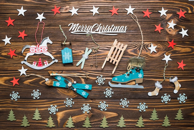 Komposition für weihnachten mit winterobjekten