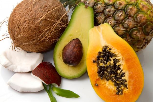 Komposition mit exotischen früchten