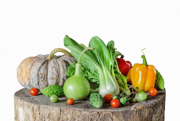 Komposition mit gemüse und früchten