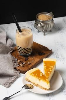 Komposition mit köstlichem traditionellem thai-tee