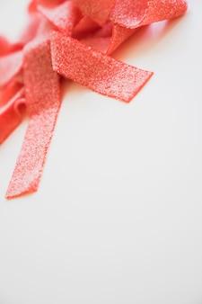Komposition mit leckeren roten süßigkeiten