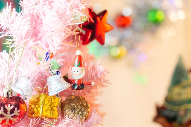 Komposition mit weihnachtsschmuck tannenbaum