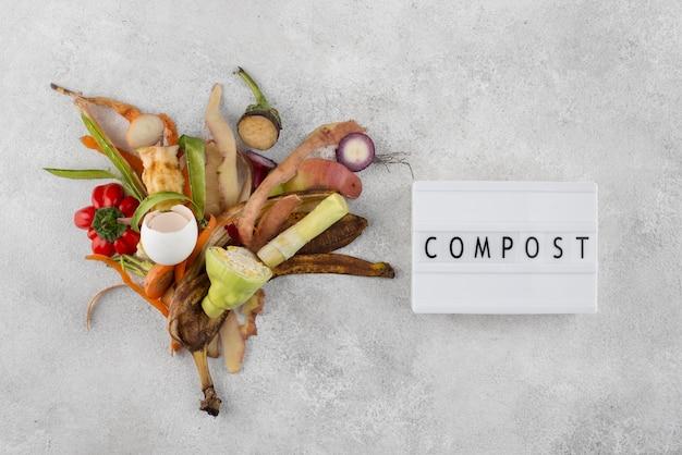 Kompost aus faulen lebensmitteln arrangieren