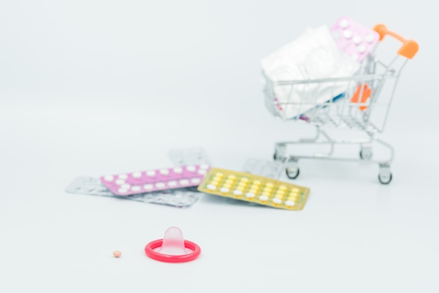 Kondom mit verhütungsmittel, antibabypille, safer sex