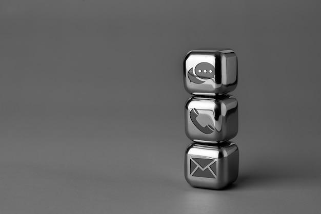 Kontaktieren sie uns symbol auf metallwürfel für futuristischen stil