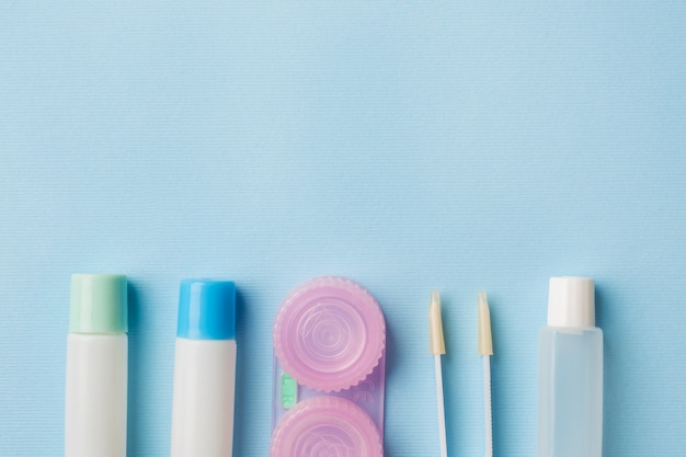 Kontaktlinsen, pinzetten und behälter zur aufbewahrung von linsen