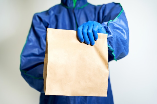 Kontaktlose lieferung im kampf gegen das coronovirus