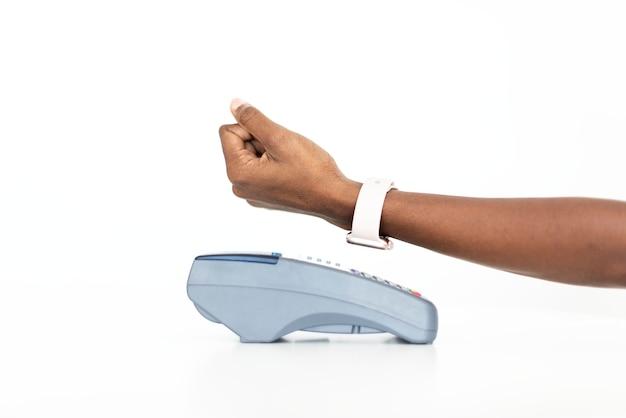 Kontaktloses bezahlen mit smartwatch-technologie