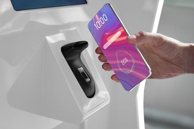 Kontaktloses und bargeldloses bezahlen per smartphone im supermarkt