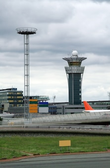 Kontrollturm im internationalen flughafen