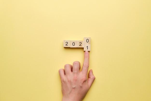 Konzept der änderungen des jahres von 2020 bis 2021.