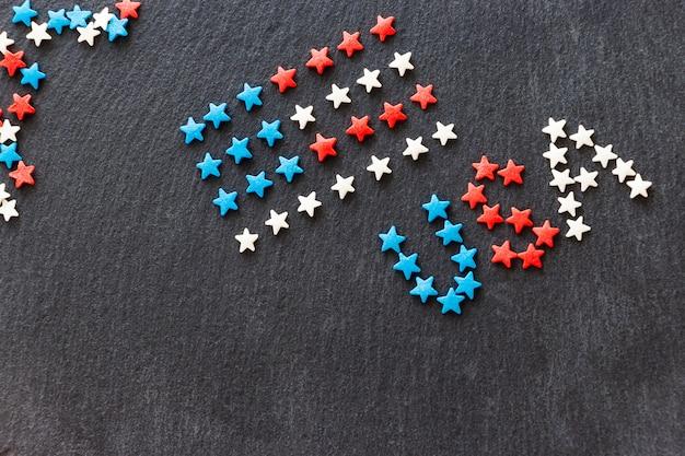 Konzept der amerikanischen flagge und des wortes usa am 4. juli unabhängigkeitstag.
