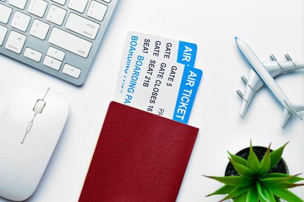 Konzept der arbeitsflüge mit passkarten geschäftsreise