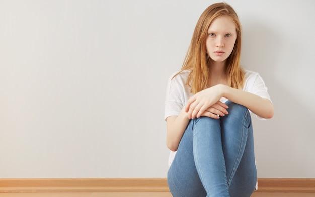 Konzept der depression und isolation im teenageralter