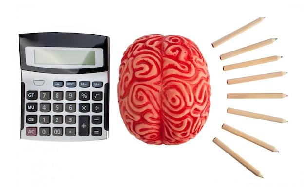 Konzept der gehirnhälften zwischen logik und kreativität.