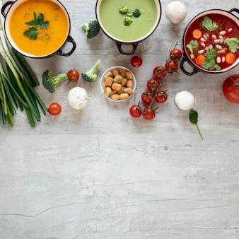 Konzept der gesunden suppe, die kopienraum isst