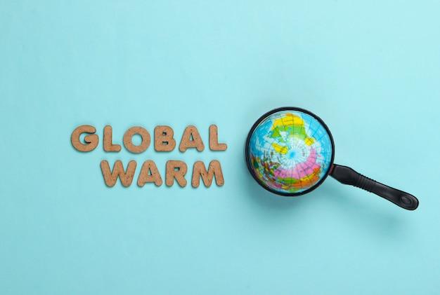 Konzept der globalen erwärmung. globus in der pfanne auf einem blau