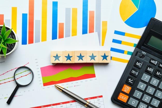 Konzept der höchsten bewertung von fünf sternen bei finanzdienstleistungen.