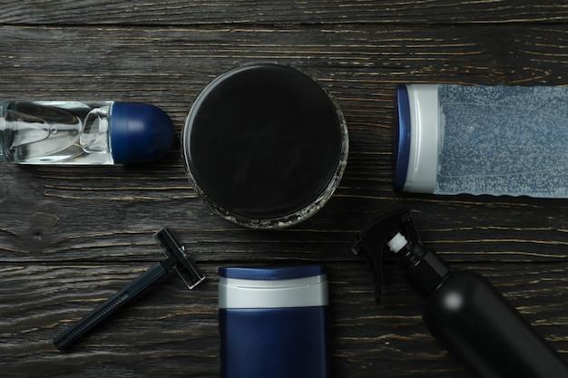 Konzept der männerhygiene auf hölzernem hintergrund