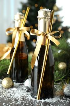 Konzept der neujahrsfeier mit champagnerflaschen.