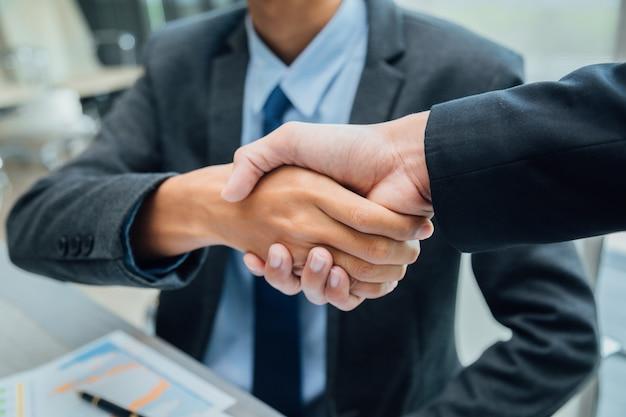 Konzept der partnerschaft - handshake-geschäftspartner erfolgreiches team leader entrepreneurship.