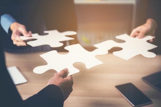 Konzept der teamarbeit von geschäftsarbeitern
