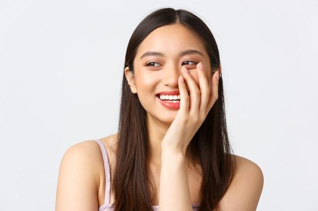 Konzept der werbung für schönheits-, mode- und make-up-produkte