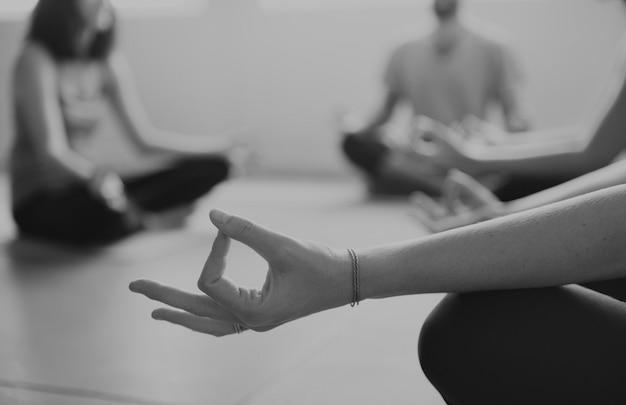 Konzept der yoga-übungsklasse