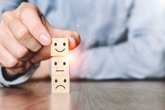 Konzept der zufriedenheitsumfrage. die besten exzellenten business services bewerten das kundenerlebnis.