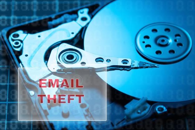 Konzept des datendiebstahls. festplatte. e-mails brechen, briefe auf ihrer festplatte speichern
