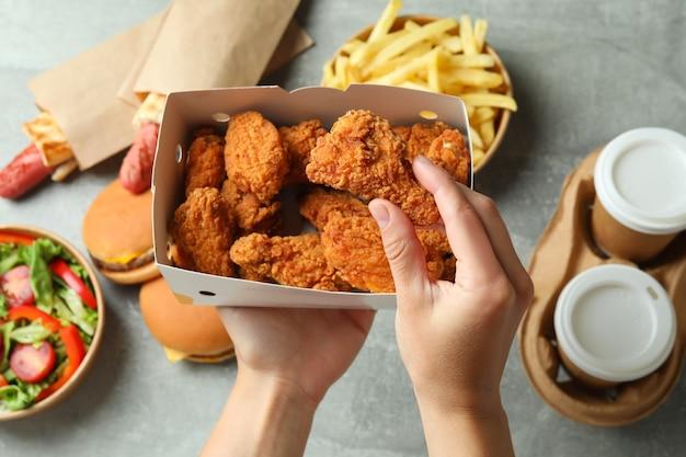 Konzept des essens von fast food, nahaufnahme