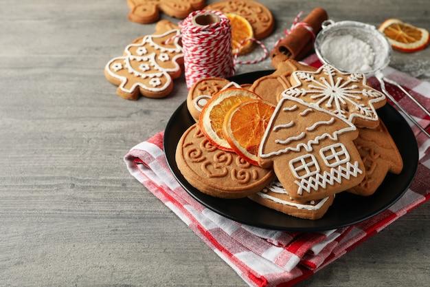 Konzept des feiertagslebensmittels mit weihnachtsplätzchen