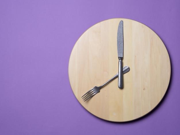 Konzept des intermittierenden fastens und des überspringenden frühstücks