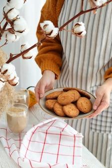 Konzept des kochens von leckerem essen mit kürbisplätzchen.