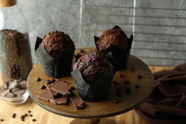 Konzept des köstlichen essens mit schokoladenmuffins, nahaufnahme.