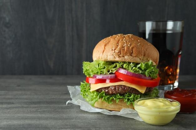 Konzept des leckeren essens mit leckerem burger