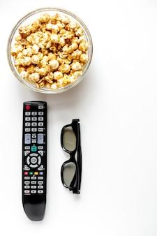 Konzept, filme mit popcorn aufzupassen