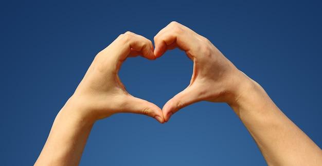 Konzept menschlicher gefühle, liebe, beziehungen und romantischer feiertage.