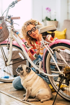 Konzept von menschenfreunden mit tierhund