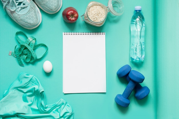 Konzept von sport und gesundem lebensstil. plan der gewichtsabnahme.