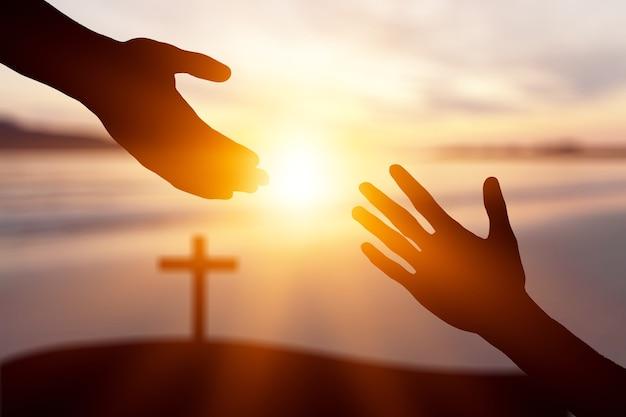 Konzept zum weltfriedenstag: silhouette von jesus, der die hand ausstreckt - image